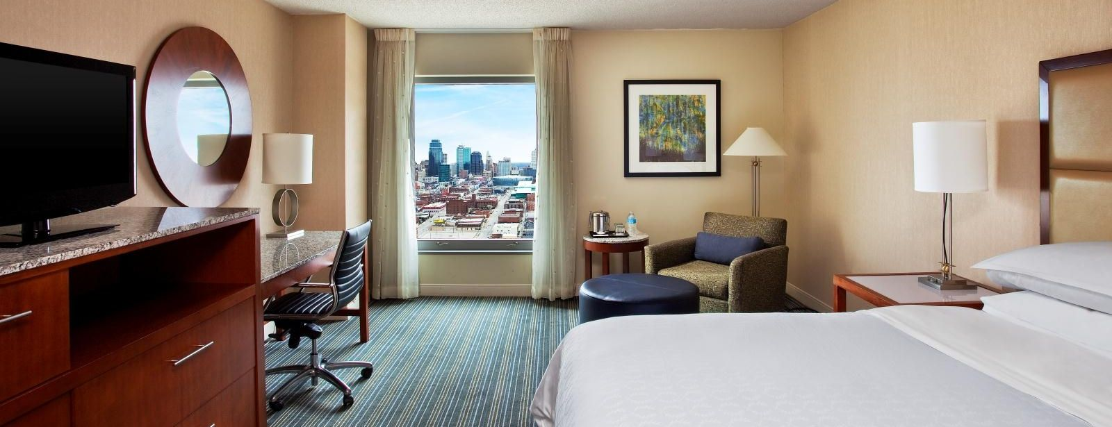 Kansas City Suites | Sheraton Kansas City Hotel at Crown Center